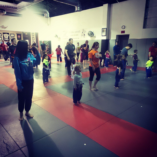 Parent's Day at Grace Barra Mansfield!! Great to see all of our parents put on the mats with our little ones.  #graciebarra #jiujitsuforeveryone #thejiujitsulife #jiujitsu #bjjforkids #jiujitsuforkids #gbmansfieldtx