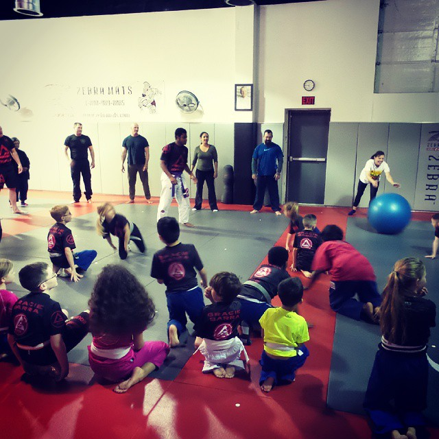 End of class game on #parentsday at Gracie Barra Mansfield.. bowling for kids!! #graciebarra #jiujitsuforkids #jiujitsu #jiujitsuforeveryone #thejiujitsulife #bjjforkids #gbmansfieldtx